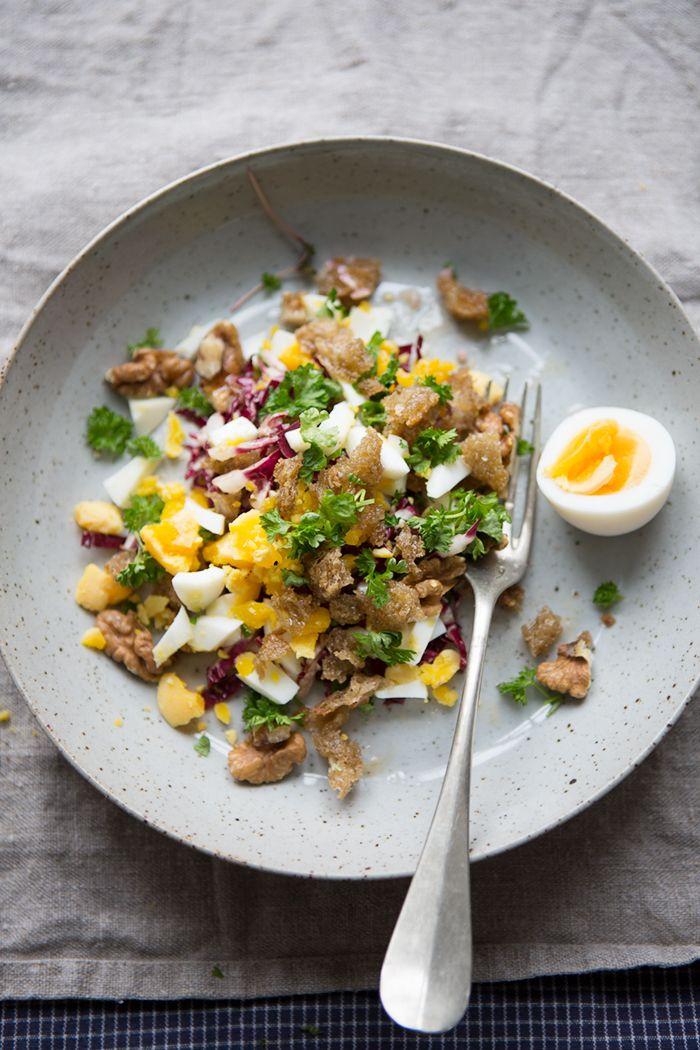 Radicchio salad with walnut vinaigrette and toasted bread crumbs :: Sonja Dahlgren/Dagmar's Kitchen