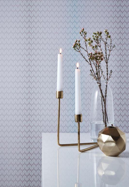 Ein neu interpretiertes offenes Ornament mit einem einzigartigen Aquarellverlauf steht im Mittelpunkt der Serie »Elegance«. Perfekt aufeinander abgestimmte Pastellfarben schaffen ein harmonisches Raumgefühl im Blauton