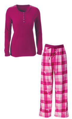 """Great fit, perfect for winter!"" Review of the Mountain Ridge Women's Sleepwear Gift Set"