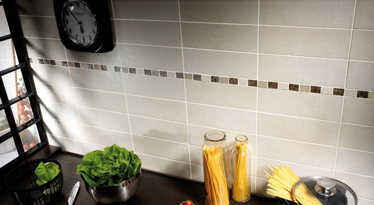 36 best images about rivestimenti cucina on pinterest plaster bates motel and kitchen tiles - Rivestimento cucina classica ...