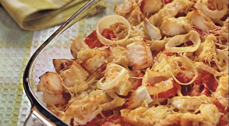 Копченая рыба, запеченная с овощами