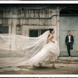 Love the running in the street shot. That veil is incredible!