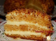 """Медовый торт в МВ """"Нежнейший"""": яйца куриные 5 шт сахар 270 г мука 360 г разрыхлитель 1.5 ч. л. сода 1.5 ч. л. мед жидкий 5 ст. л. масло сливочное по вкусу смазать чашу МВ яйца куриные 3 шт крем молоко 1 стак. *200мл крем сахар 1 стак. ванилин 0.5 ч. л. мука 1 ст. л. масло сливочное 100 г"""