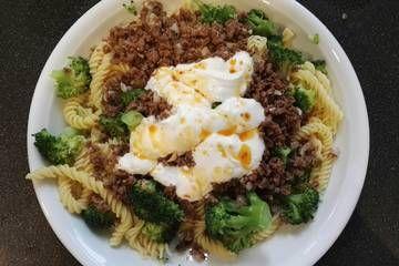 Brokkoli - Hackfleisch - Nudeln mit Joghurt