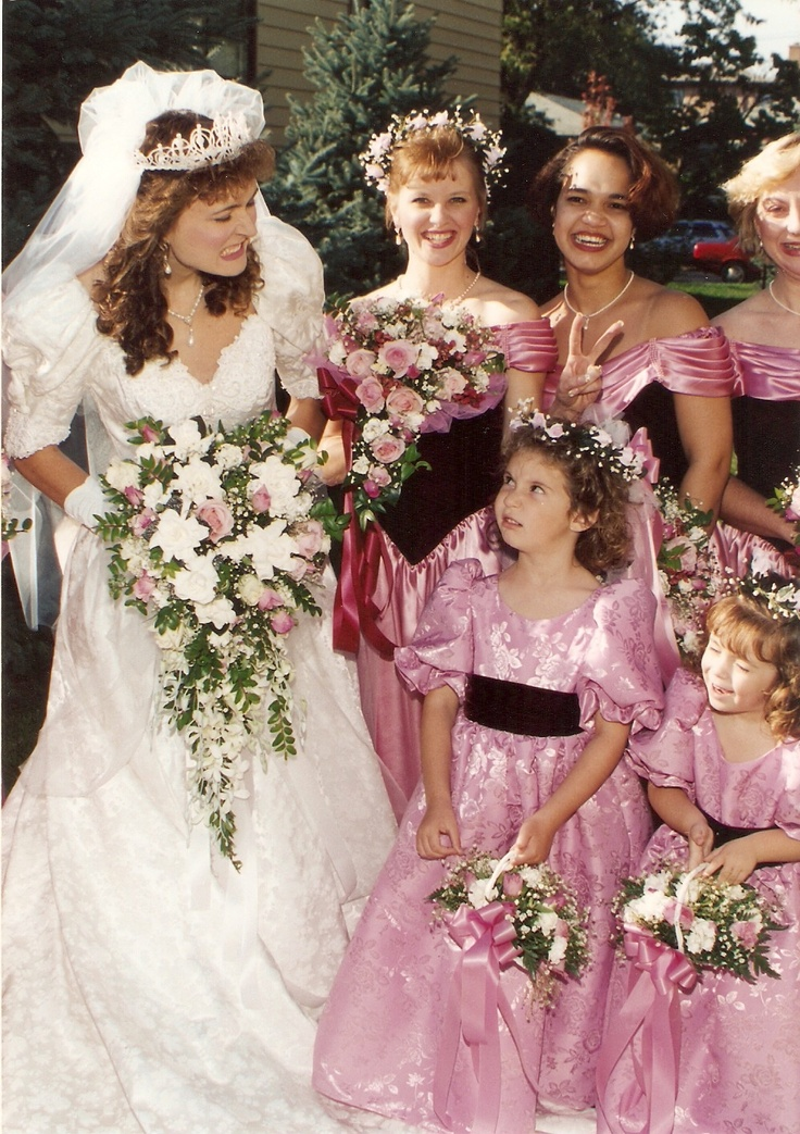 funny wedding photo LOL!!!     pink dresses and flowers