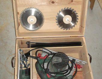Création d'une boîte de rangement pour scie circulaire Bosch PKS 66 par paroroma sur le #CDB