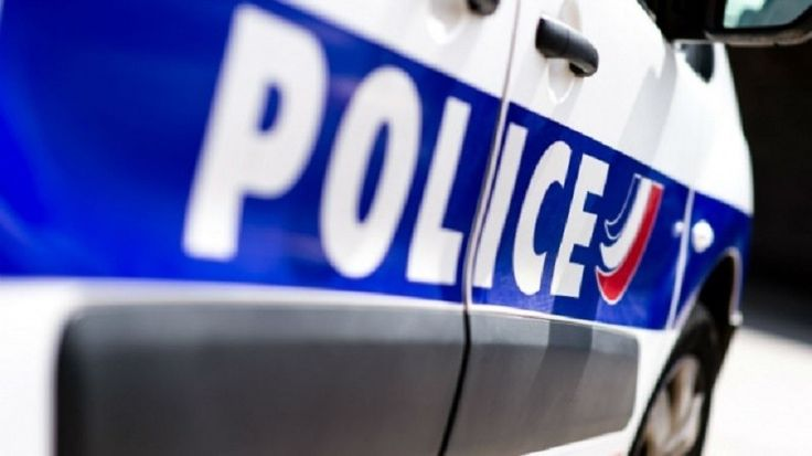 Un policier a été blessé le 23 février au soir à Sevran, en Seine-Saint-Denis, lors d'un contrôle qui a mal tourné. Caillassé par plusieurs individus avec des blocs de bitume, un des agents a été blessé aux côtes et au coude. Il a été hospitalisé.