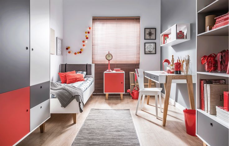 Concept błyskotliwie pomieści wszystkie nastoletnie sprawy. A kiedy Twoje dziecko zapragnie zmiany, z łatwością wymienicie kolorowe fronty i nowy pokój gotowy. Błękit, czerwień, szafran i dekor dębowy - wybierz kolor frontu i nadaj wnętrzu dowolny charakter. #vox #meblevox#Interior#interiors#design#home#interiordesign#furniture#inspiration#love#furnituredesign#polishfurniture #interiordesigns#pokojdziecka#childroom#childroomdesign#nauka#zabawa#dziecko#dziecka
