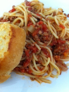 Spaghetti Bolognese with Garlic Toast | If only I could cook ...