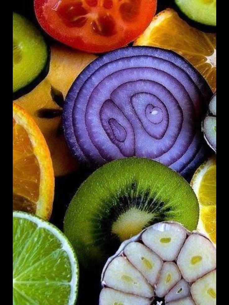 Limas,ajos,cebolla morada, tomates,kiwi, naranjas, pepino....