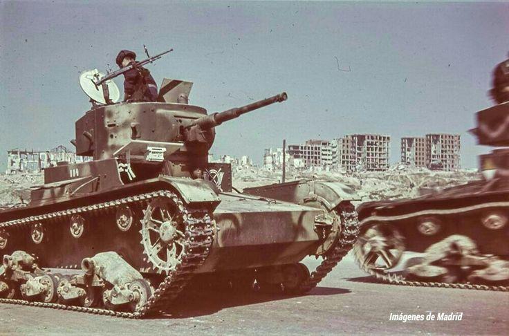 AÑO 1939 Tanques  por la Ciudad Universitaria O.Wunderlich
