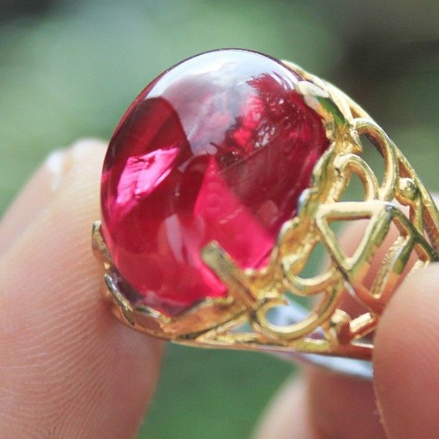 RED RUBY #gemstone #stone #ruby #batu #batumulia  #topaz #amethyst #stones #instajewelry #fashion #accessories #jewels #stylish #crystals #gem #fashionjewelry #style #jewel #jewelrygram #gems #crystal #jewelry #indonesianstone #indonesia #purbalingga #sapphire #redruby #rubystone #red #emerald