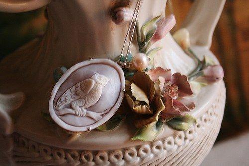 Cammeo Gufo | Dai gufi ai teschi, dalle ossa ai simboli esoterici, ecco una linea elegante di #accessories #necklace #Halloween