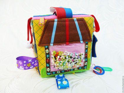 Купить или заказать Развивающий кубик ' Совушка' в интернет-магазине на Ярмарке Мастеров. Кубик упаковывается в авторский текстильный мешок-чехол для подарка или хранения. Образцы упаковки выставлены в магазине на первой позиции. В наличии шесть видов упаковки. КУБИК ПРОДАН. СДЕЛАЮ ПОД ЗАКАЗ - 1 НЕДЕЛЯ. Цена кубика - 2500 рублей. Почтовая доставка - 250 рублей по России, в другие страны по тарифам почты. Внимание: Точное повторение невозможно, если нет в наличии таких же материалов.