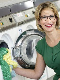 Niemand kommt drum herum: Wir alle müssen unsere Wäsche waschen. Yvonne Willicks gibt Tipps, die Ihnen die Arbeit in Zukunft erheblich