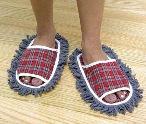 Idee anti-pigrizia: pattine per spazzare il pavimento camminando