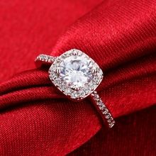 Mode Anneaux Argent Plaqué Blanc Zircon Incrusté Bague En Cristal Élégant De Mariage Carré Strass Anneaux Pour Les Femmes De Luxe Bijoux