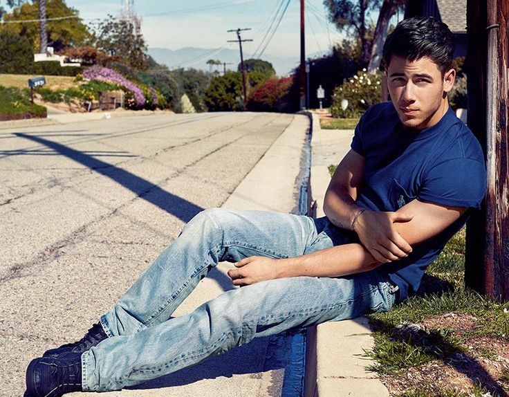 Nick Jonas cleans up well!!