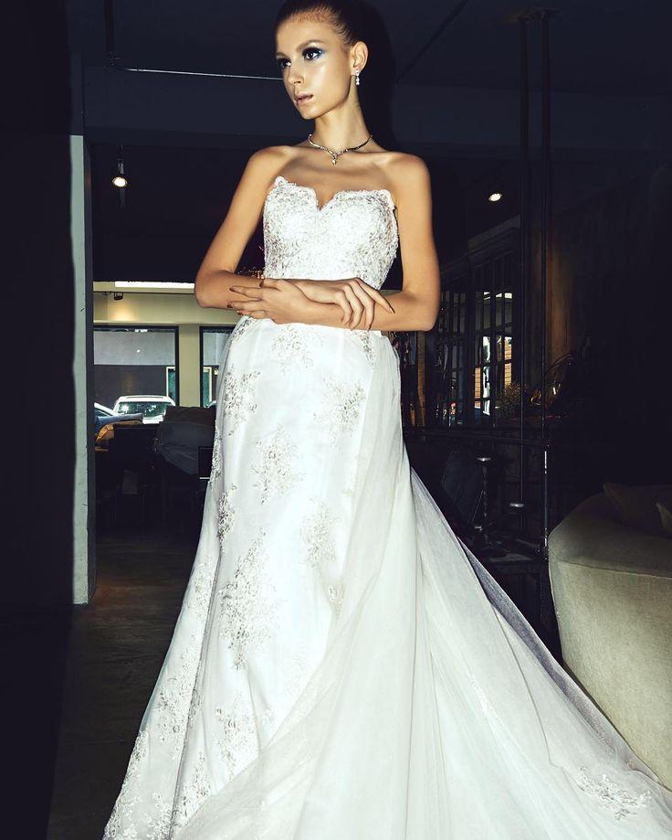 """Olivia"" - 2 style in 1 Our love to this beautiful detachable gown never ends  exclusive @emeraldbridal . . #instaweddinginspo #weddingdressinspo #bride #brideideas #brideinspo #sydneybride #sydneybridal #fashion #weddingplanning #detachabletrain #weddinggowndesign #sydneyweddingplanning #sydneybride"
