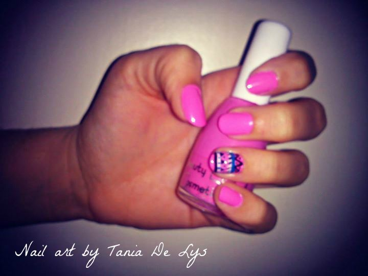 Pink nails with tribal design