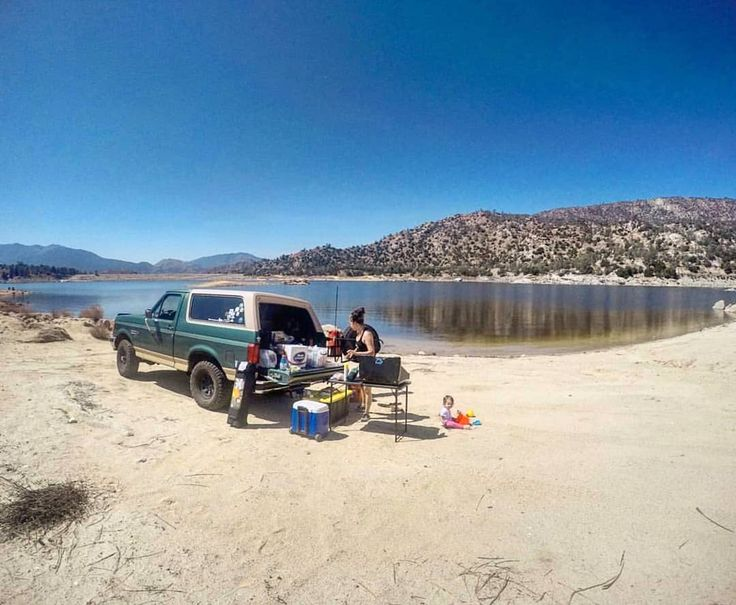 Check out @adventureswithlaylay in some great adventures in their Eddie Bauer Bronco! Here they are out at Lake Isabella  California .... He has quiet a cool adventure lifestyle going on with him and his family... Bringing up his little daughter lay lay right! Introducing her to the world outside the one we are so often stuck in most of the time... there are links in his bio as well to follow them on YouTube and such! ... . Bless you family and traveling Mercies for every Adventure!.. . Send…