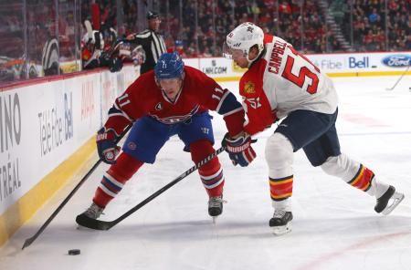 パックを奪い合うカナディアンズ(左)とパンサーズの選手=28日、モントリオール(USA TODAY・ロイター=共同) ▼30Mar2015共同通信|NHL、4チームがPO進出 カナディアンズなど http://www.47news.jp/CN/201503/CN2015033001001885.html