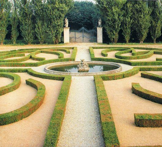 22 best images about parterres on pinterest gardens for Garden parterre designs