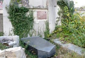 Jak vyčistit a upravit hrob na Dušičky | JakTak.cz