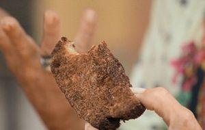 Raíza ensina a sobremesa favorita do seu tio que também é chef e morou no Brasil: pudim, mas sem leite condensado!