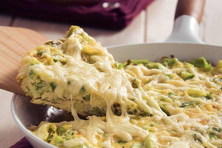 Kijk wat een lekker recept ik heb gevonden op Allerhande! Prei-omelet met gebakken krieltjes