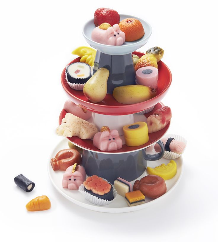 Marsepein, één van de snoeptradities van Sinterklaas. Bij HEMA vind je diverse varianten, van sushi en rookworstjes tot Engelse drop.