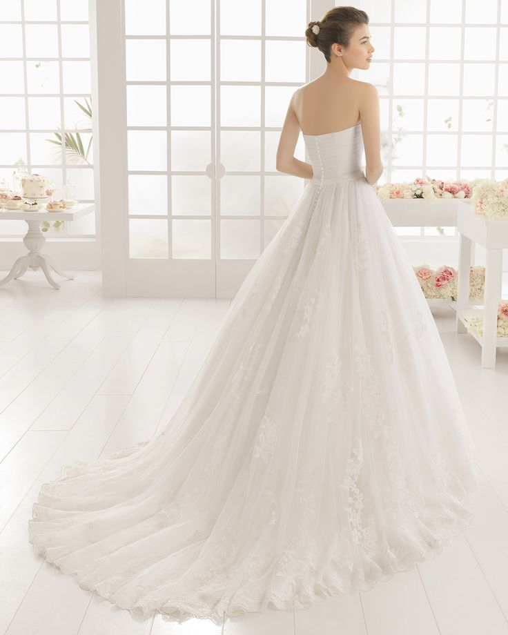 MIRLO vestido de novia  en encaje pedreria y tul.