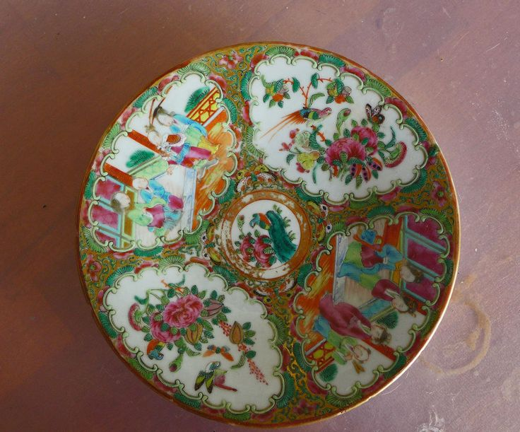 Vintage ceramic plate with Chinese illustrations.