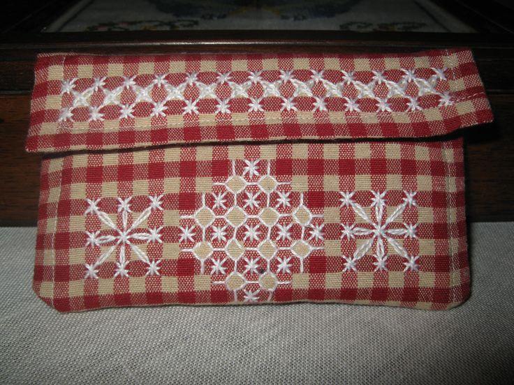 Broderie Suisse, Chicken scratch, Swiss embroidery, Bordado espanol, Stof veranderen... pochette