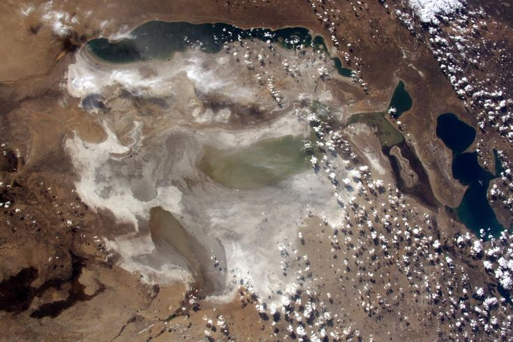 (IT) Lago di Aral, una volta uno dei quattro laghi più estesi al mondo, ora quasi asciutto.
