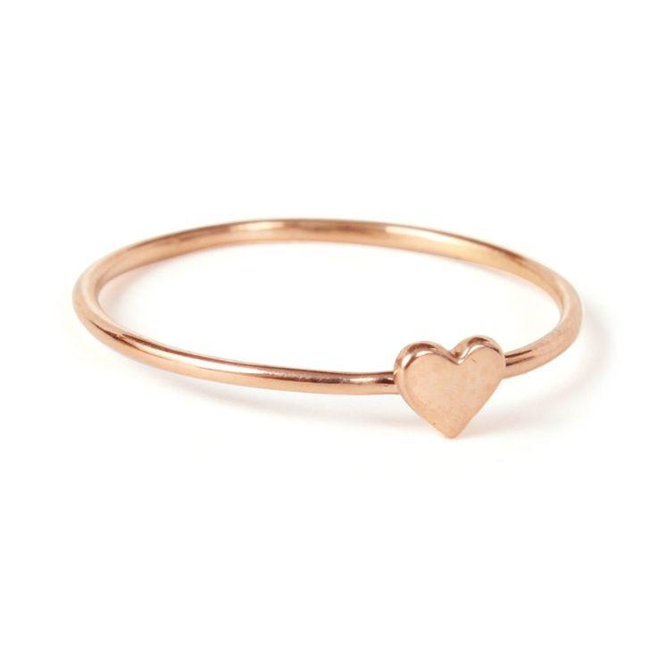10 Dainty Pieces of Jewelry Every Minimalist Needs
