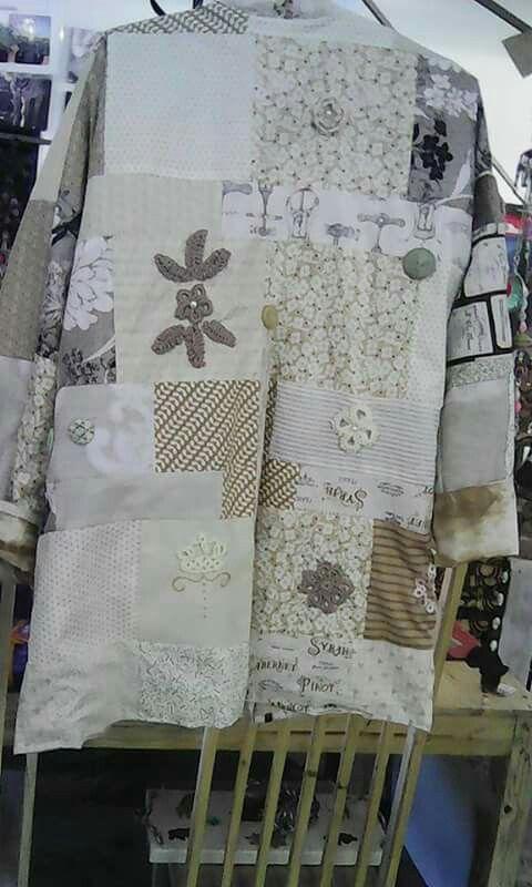 Beige bog coat: back. Crochet tatting, embroidery
