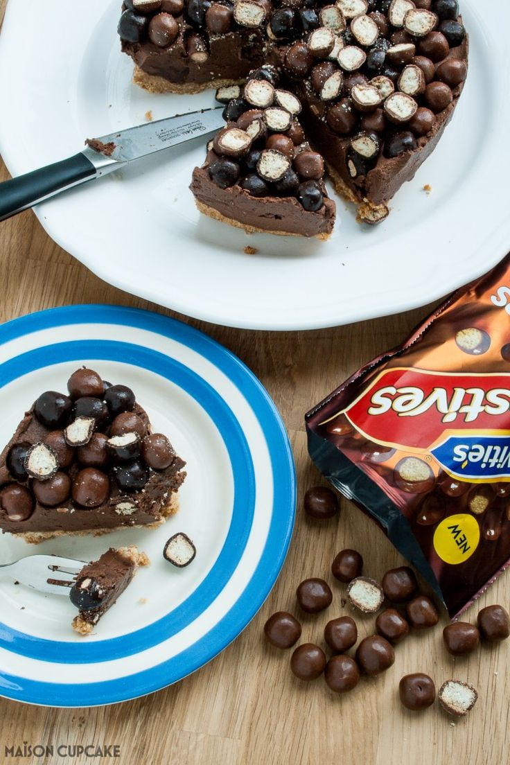 Step by step easy no bake five ingredient chocolate quark cheesecake recipe with McVities Digestives Nibbles #McVitiesNibbles #Ad