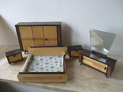 alte-50er-Jahre-Holz-Schlafzimmermoebel-fuer-die-Puppenstube