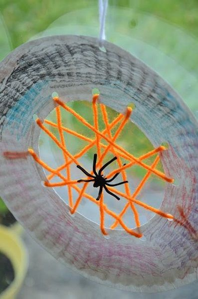 Paper Plate Spider Web - 99 Crafting