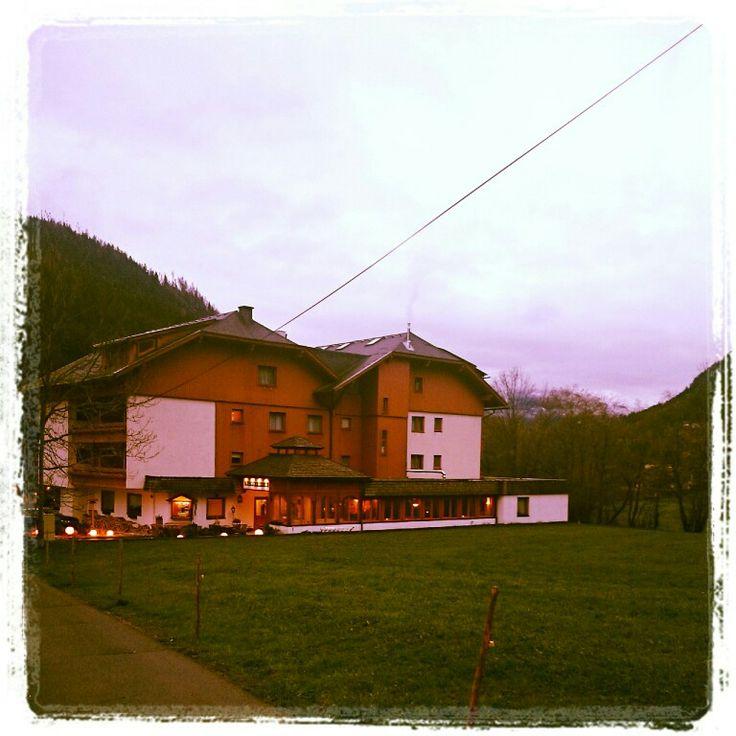 Hotel Almrausch mitten im Grünen - hier können Sie entspannen und neue Energie tanken. In wenigen Schritten sind Sie im Wandergebiet www.almrausch.co.at