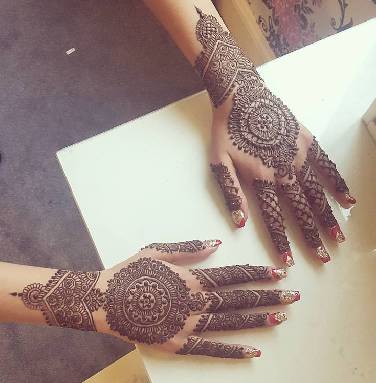 "362 Likes, 7 Comments - #KashafHennaArtistry (@kashaf.henna.artistry) on Instagram: ""2 different styles of mandalas . Done freehand! Please email me for booking enquires. …"""