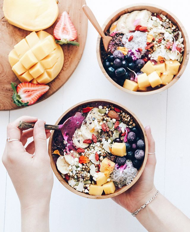 Tropical Smoothie Bowls 🌵 Start your day the healthy way @tessbegg Recipe: 1 tbsp Pink Pitaya Powder, small handful raspberries, 1 tsp maca powder, splash of nut mylk, 2 frozen banana and your favourite toppings ⭐️ Shop our superfoods here: https://www.unicornsuperfoods.com/collections/all