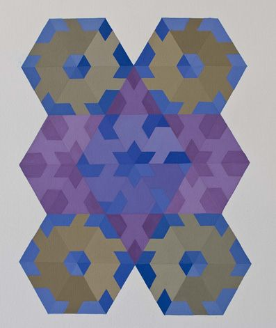 Tavola con composizione di moduli a base triangolare.