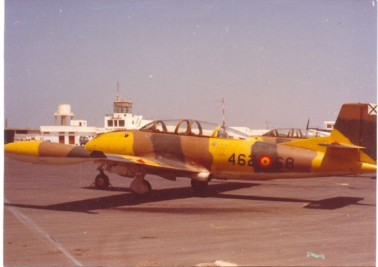 Hispano Aviación HA-200 Saeta, en el aeródromo de Villa Cisneros (Sáhara).