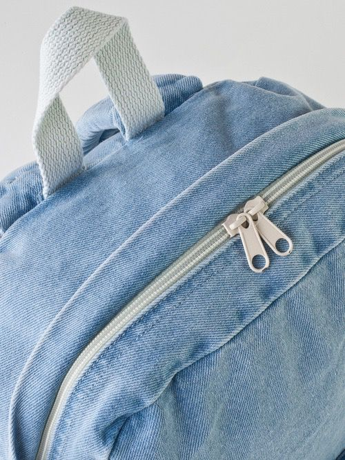 ☯ astrid would have a backpack like this and it would eventually be covered in tan/blue/white paint stains bc she is constantly painting and repainting the walls of her family's new home ☯