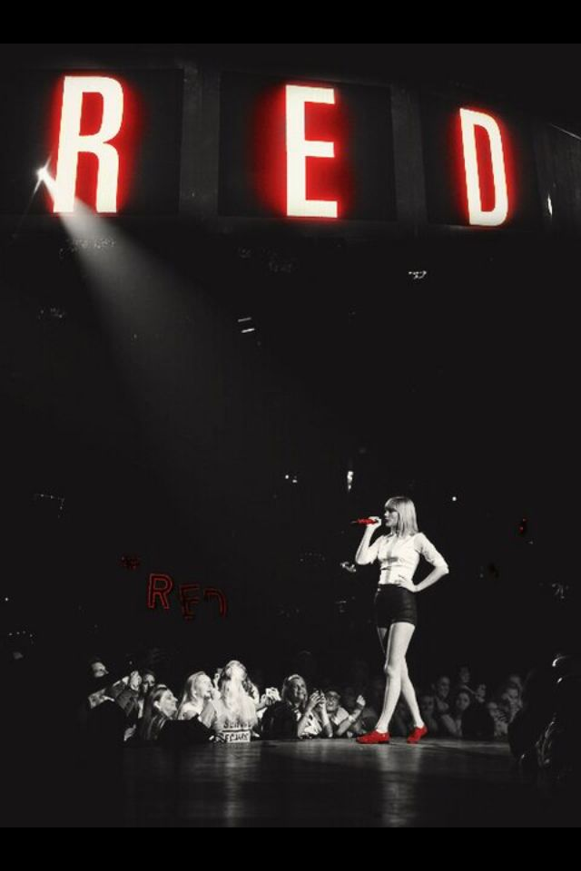 Welcome to the RED Tour! Says Taylor! Why thankyou for inviting us days the crowds going wild!