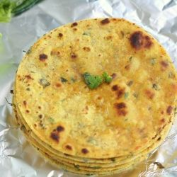 A popolar Indian flat bread made with gram flour and whole wheat flour