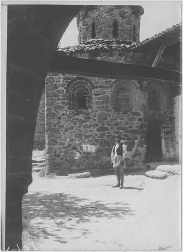 Opérateur K (code armée, photographe) Grèce ; Thessalie ; Trikala ; Kalambaka; Monastères des Météores; A l'intérieur du monastère Date prise vue 1917