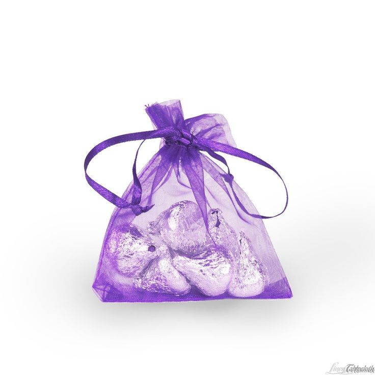 Buy 3 x 4 in. purple organza favor bags for weddings and special events at LinenTablecloth! Perfect as wedding favor bags or as thank you gift bags for your guests.